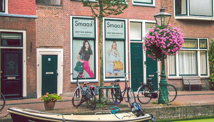 Реклама на окнах жилых домов